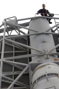 An AN/SPS-48E radar undergoing maintenance (US Navy)